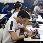 תלמידים לומדים באופן מקוון, למידה דיגיטלית