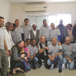 משפחת אסנקאו והחיילים שעזרו בשיפוץ ביתם