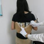 צעירה מסין ניסתה להבריח 102 אייפונים על גופה