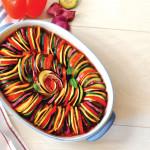 מניפת ירקות על מצע רוטב עגבניות