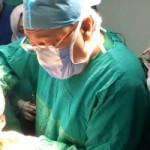 שר הבריאות המצרי מנתח פצועה מהפיגוע