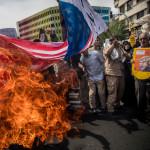 """שריפת דגל ארה""""ב באיראן"""
