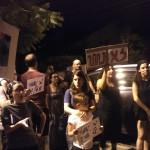 הפגנה של הורים לילדים אלרגים מול ביתו של בנט