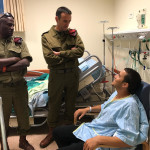 """מפקד פיקוד דרום אלוף הרצי הלוי מבקר את קצין צה""""ל שנפצע מרימון בגבול הרצועה"""