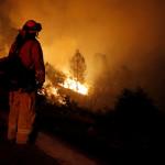 לוחם אש בשריפת הענק בקליפורניה