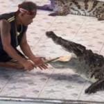שם יד בלוע של תנין והותקף באכזריות