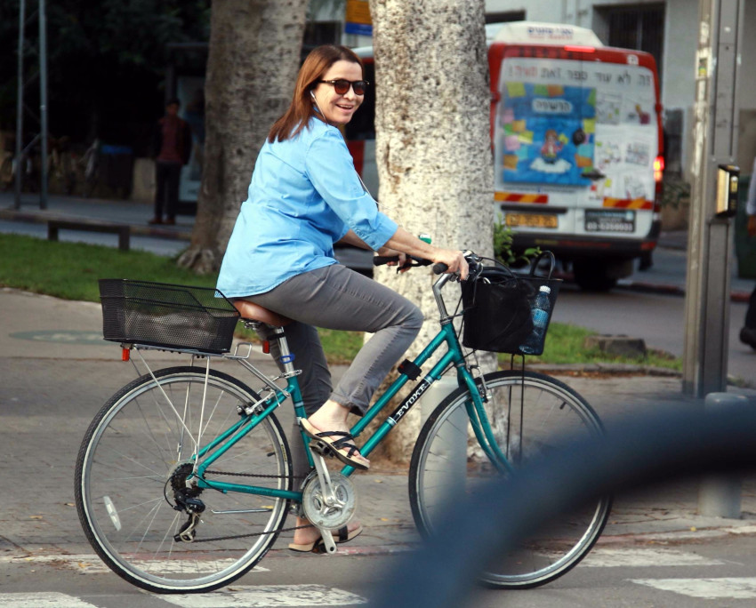 אם אין מטוס אני אסתדר באופניים. שלי יחימוביץ' (צילום: אמיר מאירי)