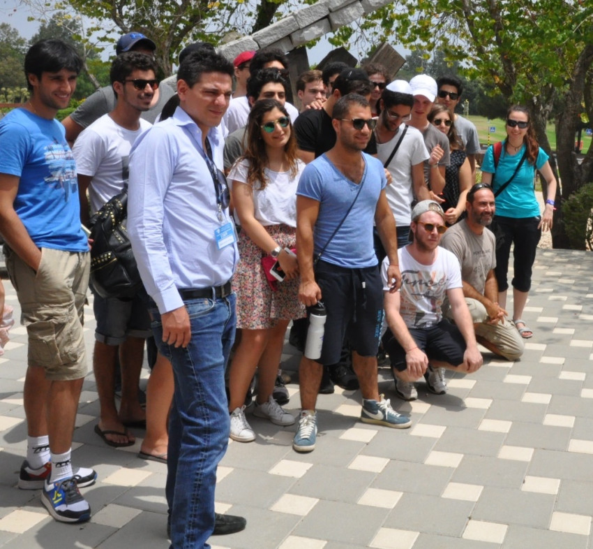 קבוצת מנהיגות צעירה של יהודי צרפת (צילום: המוזיאון הפתוח בתפן)