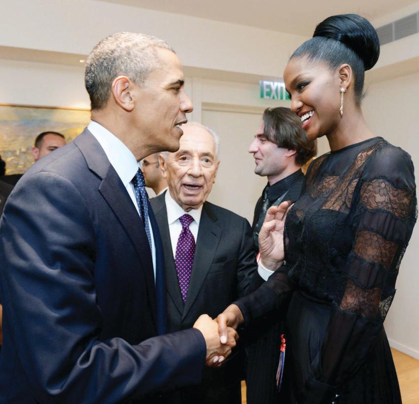 """התלהב. איינאו עם הנשיא לשעבר פרס והנשיא אובמה (צילום: אבי אוחיון, לע""""מ)"""