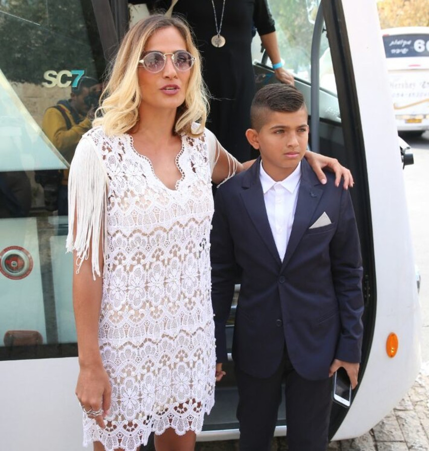 אם ובנה. אילנית לוי עם ליאם גולן