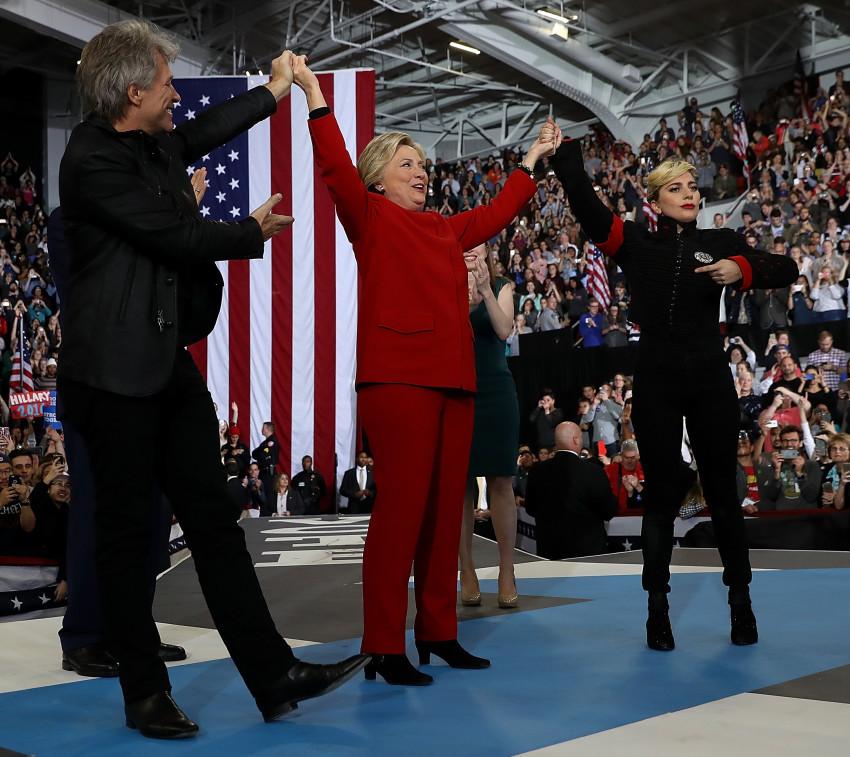גברת נשיאה? הילרי קלינטון עם ליידי גאגא ובון ג'ובי (גטי)