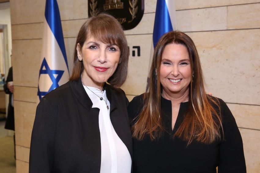שרי אריסון ולימור לבנת (צילום: הקרן לרווה לנפגעי השואה בישראל)