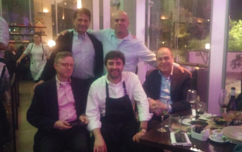 איציק חנגל ואבי אנג'ל סילבן שלום, השף דל סארו והשגריר קרדררה-סולר (צילום: באדיבות מסעדת פסטל)
