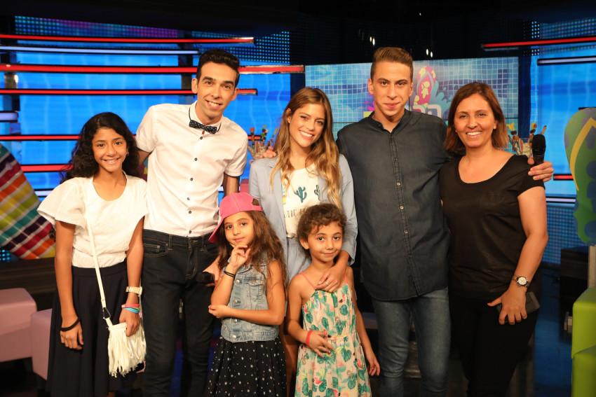 גילה גמליאל, הבנות ומנחי ערוץ הילדים (צילום: רפי דלויה)