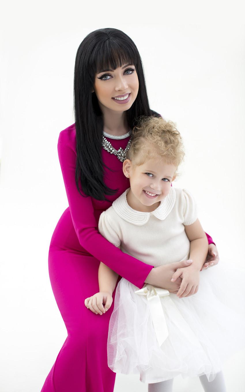 """ניקול ראידמן ובתה מישל בצילומים לרשת """"גלי"""" (צילום: אלכס ליפקין)"""