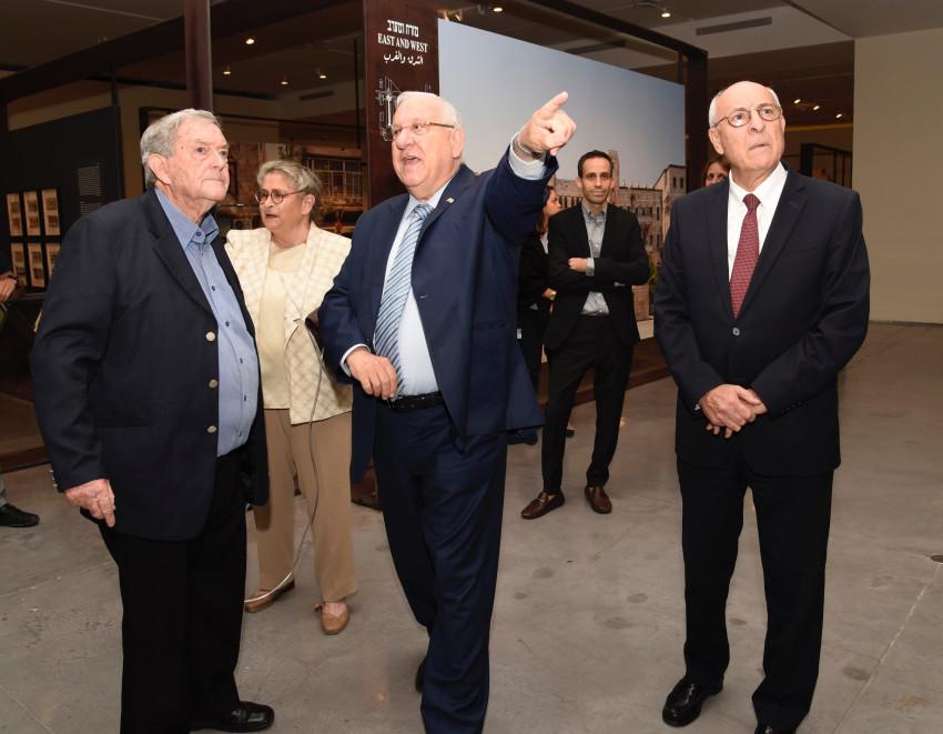 """עו""""ד יצחק מלכו, ראובן ונחמה ריבלין ודוד קרויאנקר (צילום: עפרית רוזנברג)"""