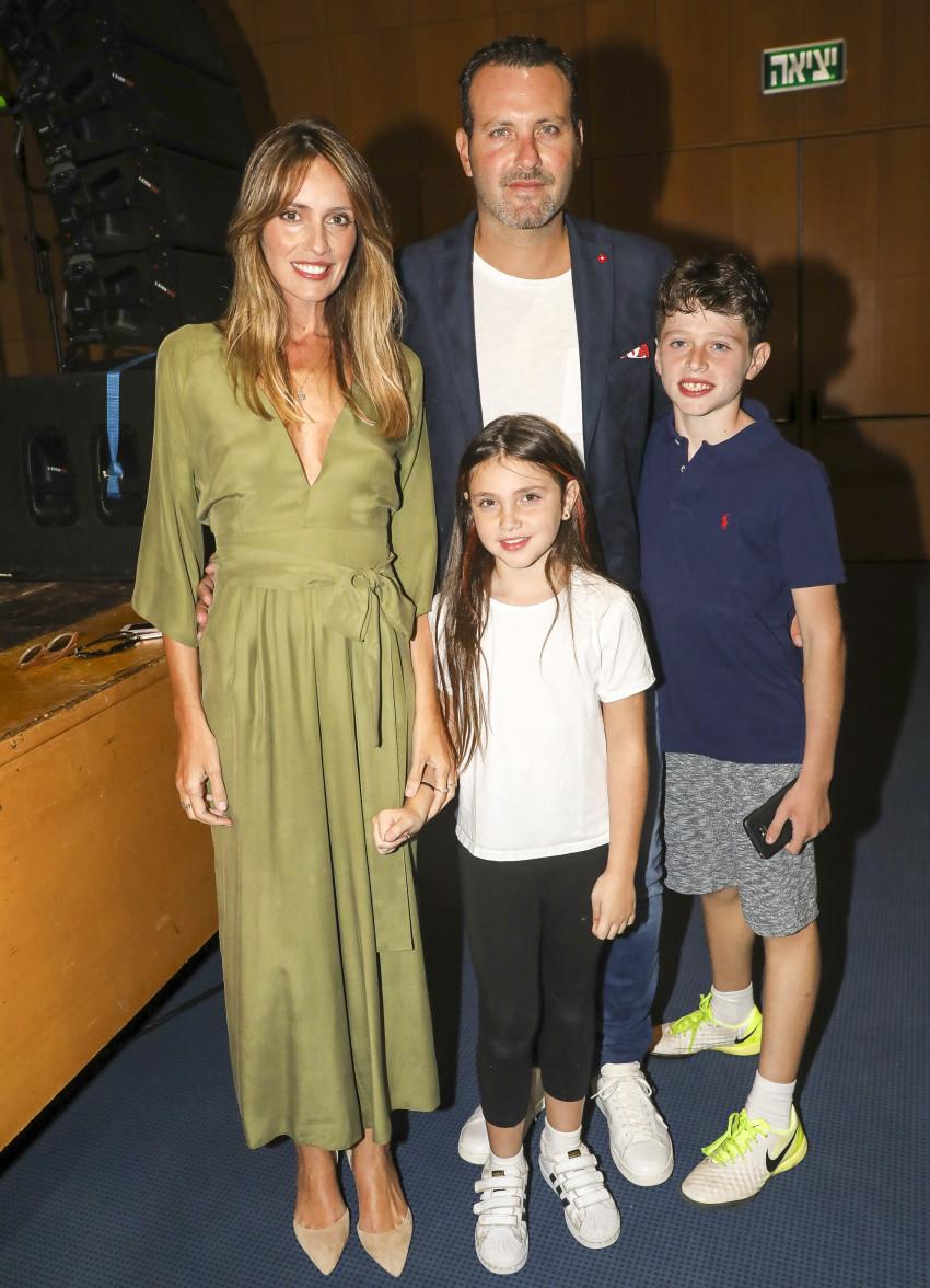 אלבום משפחתי מינוס אחד. מלוי לוי, שמעון גרשון והילדים (צילום: רפי דלויה)