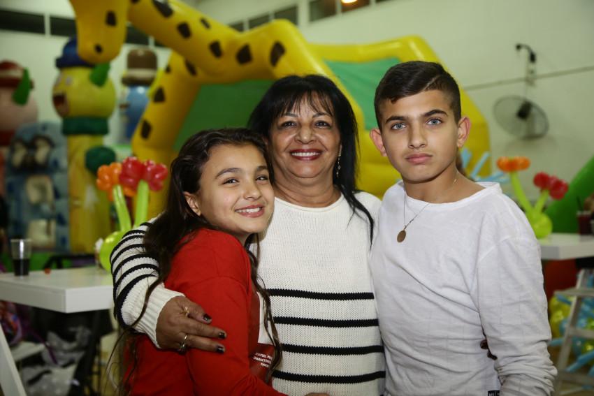 עם סבתא רונית וליאם ואלין