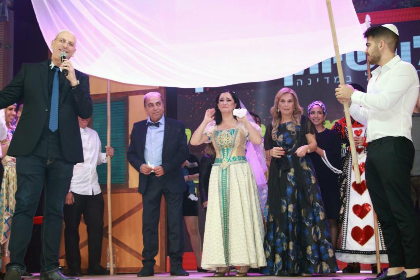 סופרייז, את מתחתנת! מיקי מוכתר ואריק עורי (צילום: ענת מוסברג)