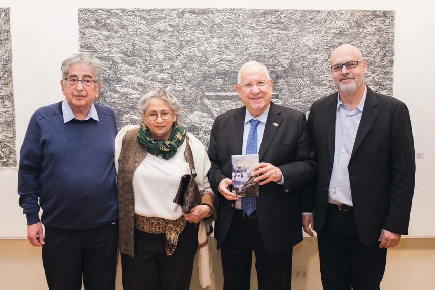 מוטי שוורץ, ראובן ונחמה ריבלין וחיים באר (צילום: עידו כהן)