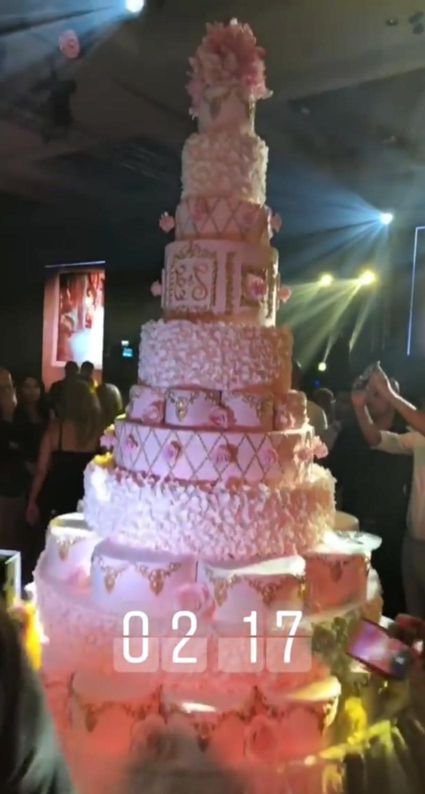 העוגה בת ה15 קומות
