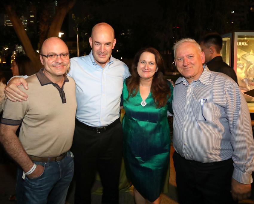 יאיר סרוסי, דנה עזריאלי, אייל חנקין ויונתן קולבר (צילום: סיון פרג')