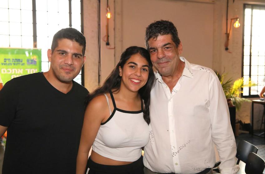 אבי קסטרו עם ילדיו ליה מור ורון