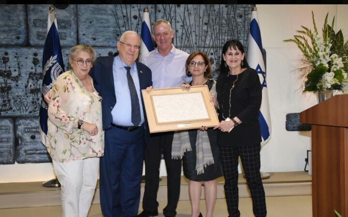 אורלי גל, יהודית יובל רקנאטי, בני גנץ ראובן ונחמה ריבלין.