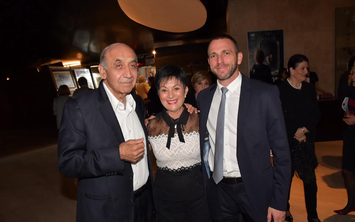 הלאונג'<br />האופרה הישראלית  <br />פותחת עונה