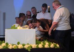 אמו של אמיר פרישר-גוטמן ממררת בבכי על ארונו