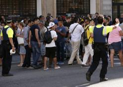 אנשים בזירת האירוע בברצלונה