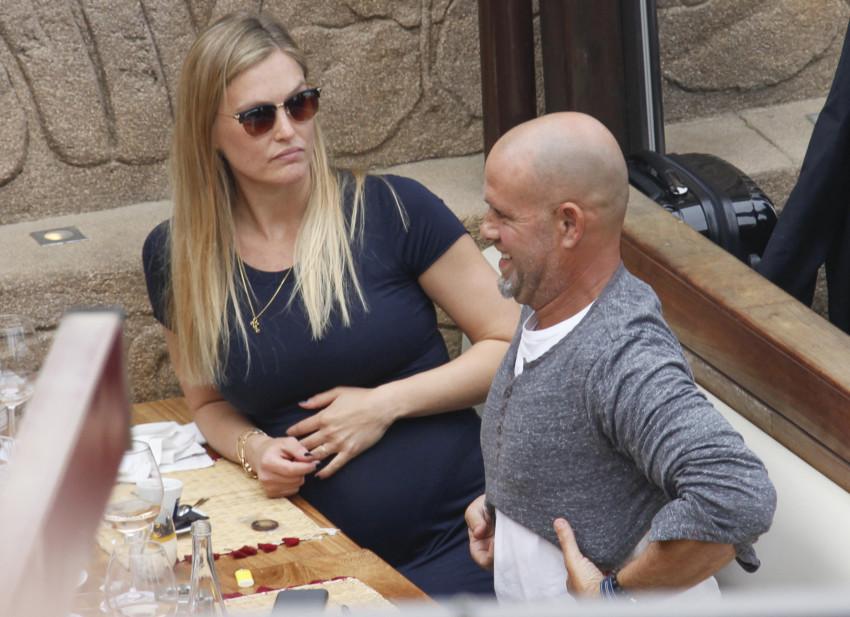 """""""איך חשבת לקרוא לה?!"""". בר רפאלי ועדי עזרא בברצלונה (צילום: Splashnews)"""