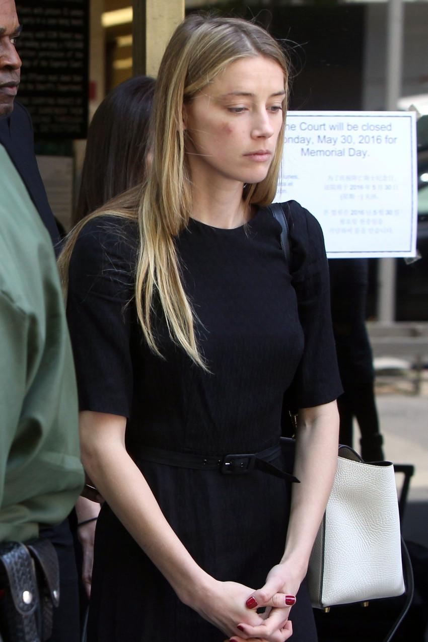 הרד חבולה, כפי שתועדה מחוץ לבית המשפט בלוס אנג'לס (צילום: Splashnews)