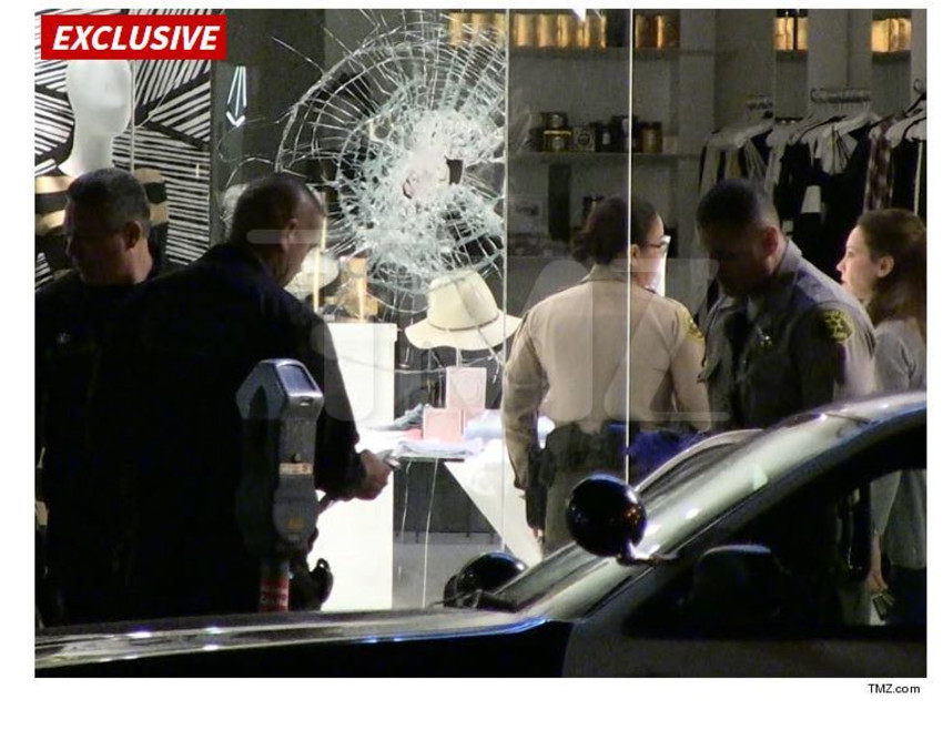 החנות של הקרדשיאנז, רגע אחרי ניסיון ההצתה (צילום מסך,TMZ)