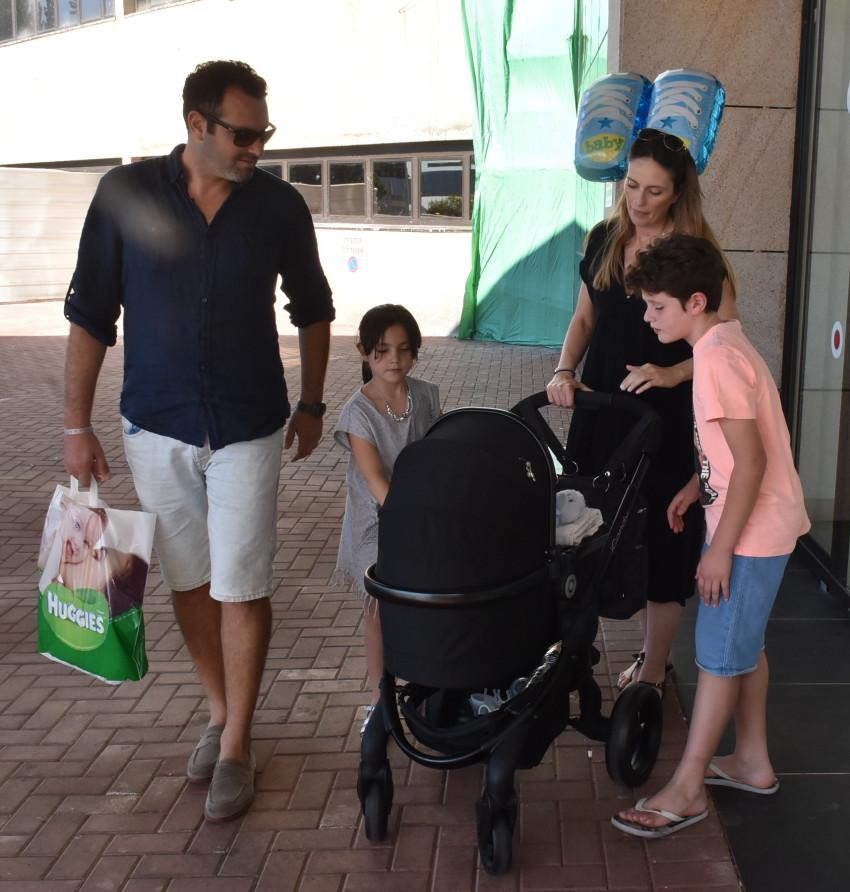 משפחה שכזאת. מלי לוי, שמעון גרשון והילדים