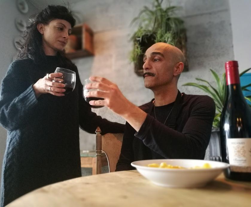 """אסי לוי ושיר וויזל - בהחלט זוג מקסים ו'בבי' הוא בהחלט מקום שחובה לאכול בו לפחות פעם אחת... (צילום: יח""""צ, אסנת גואטה)"""