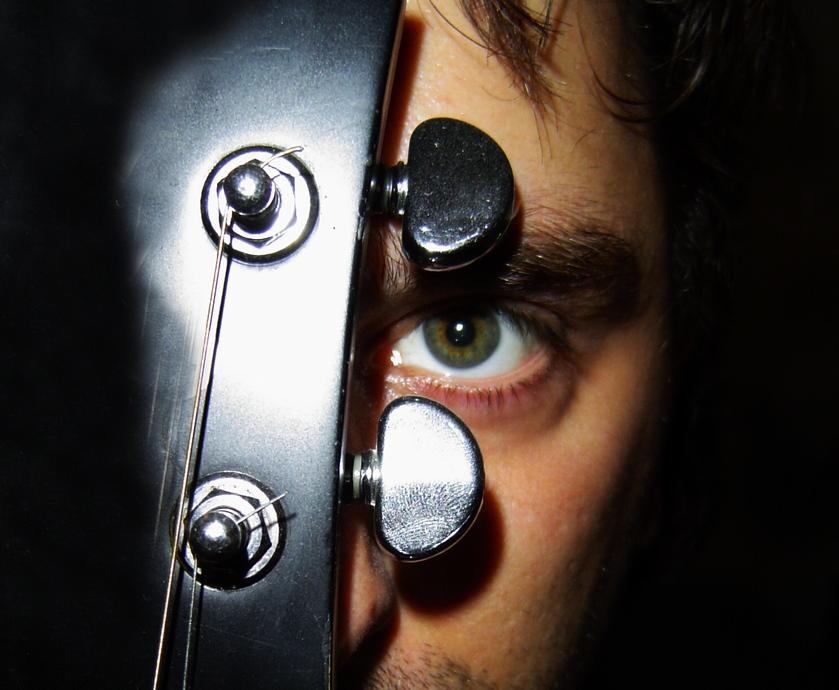 בכל הווידאו קליפים המוטיב המרכזי זהה לכולם, אבל כל זמר מסטול בדרך לגמרי משלו… (צילום: Dave Dyet, freeimages.com)