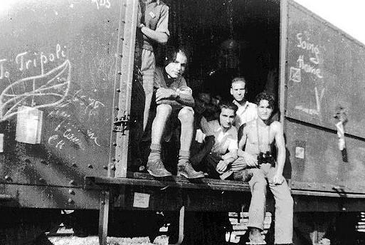ניצולי שואה מלוב חוזרים לטריפולי. צילום: ויקיפדיה