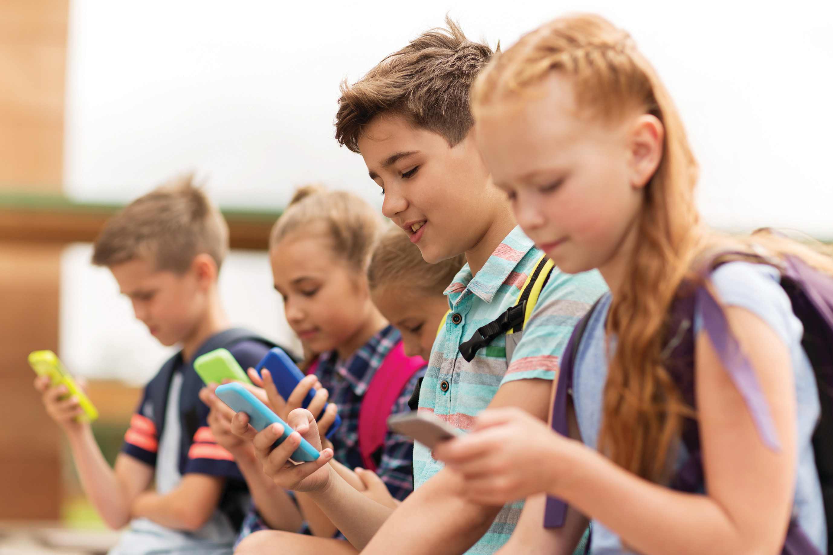 ילדים עם סמארטפון, אילוסטרציה. צילום: אינג אימג'