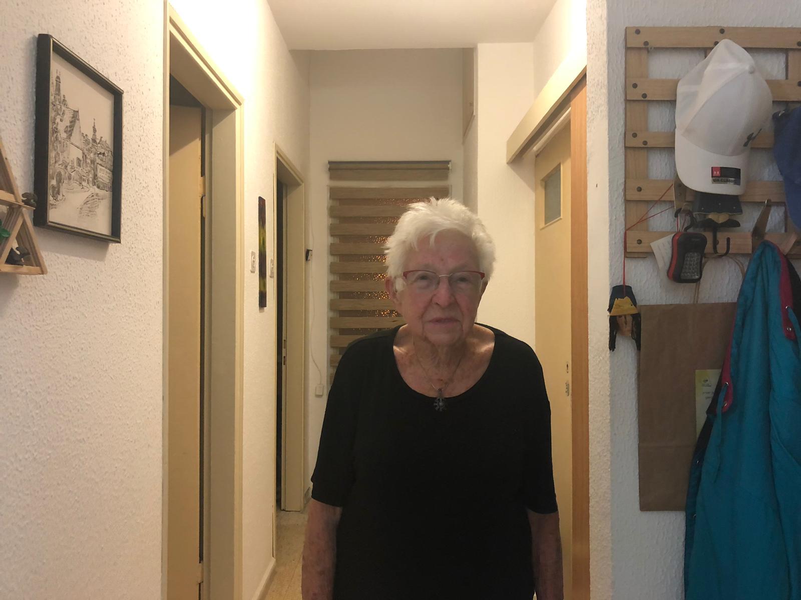 נלי פרזמה בביתה. צילום פרטי
