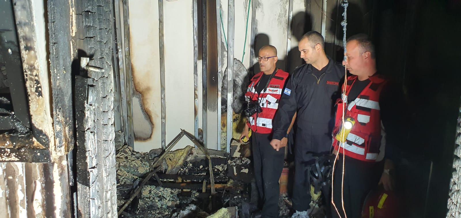 שריפה בדירה בנתניה. צילום: כבאות והצלה לישראל