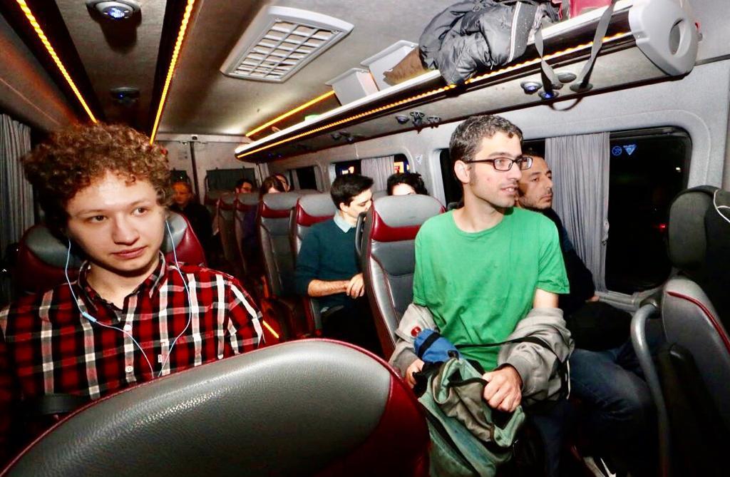"""Passageiros """"Agradáveis no fim de semana"""" Foto: Avshalom Sassoni"""