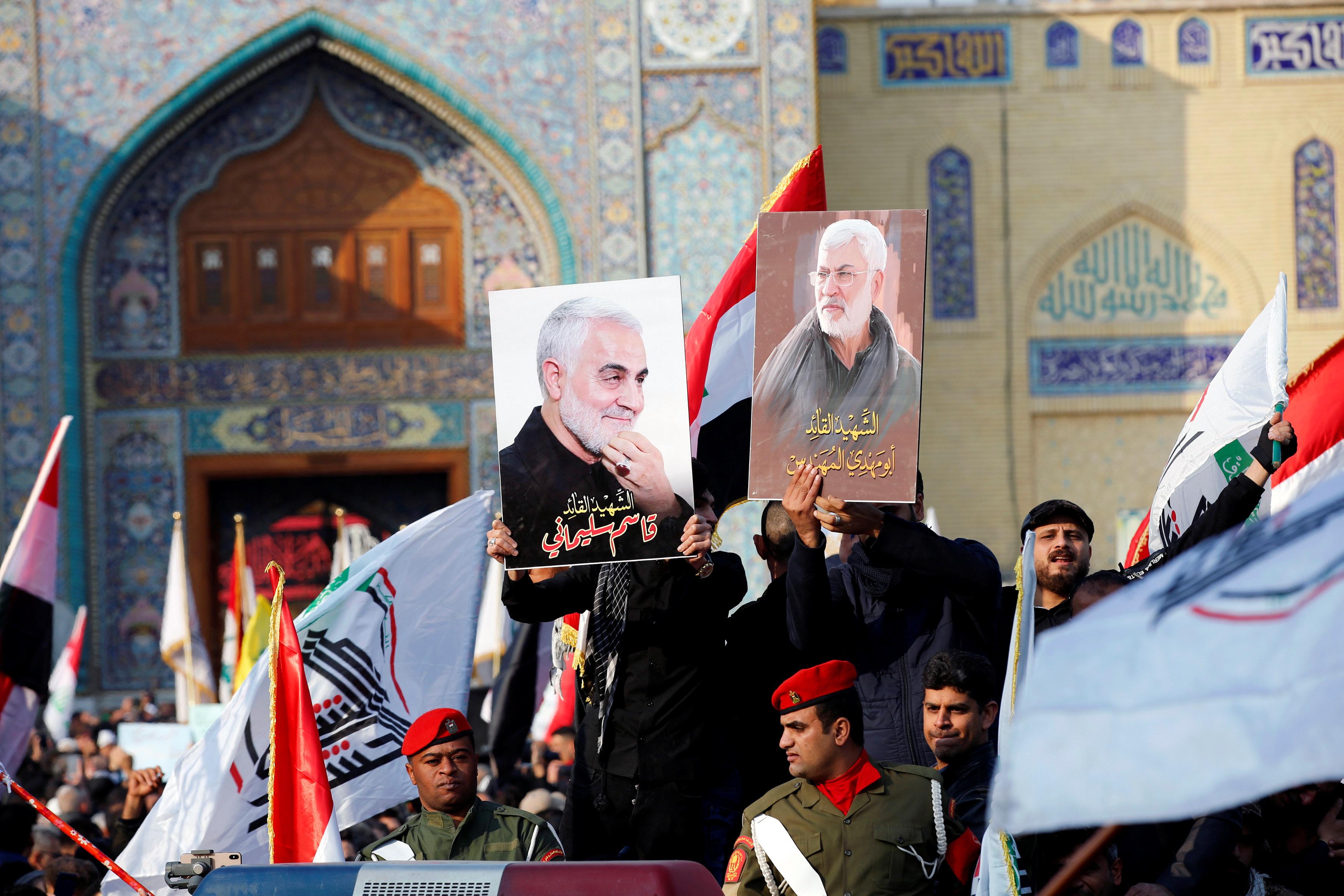 מסע הלוויה של קאסם סולימאני ואבו מהדי אל-מוהנדס. צילום: רויטרס