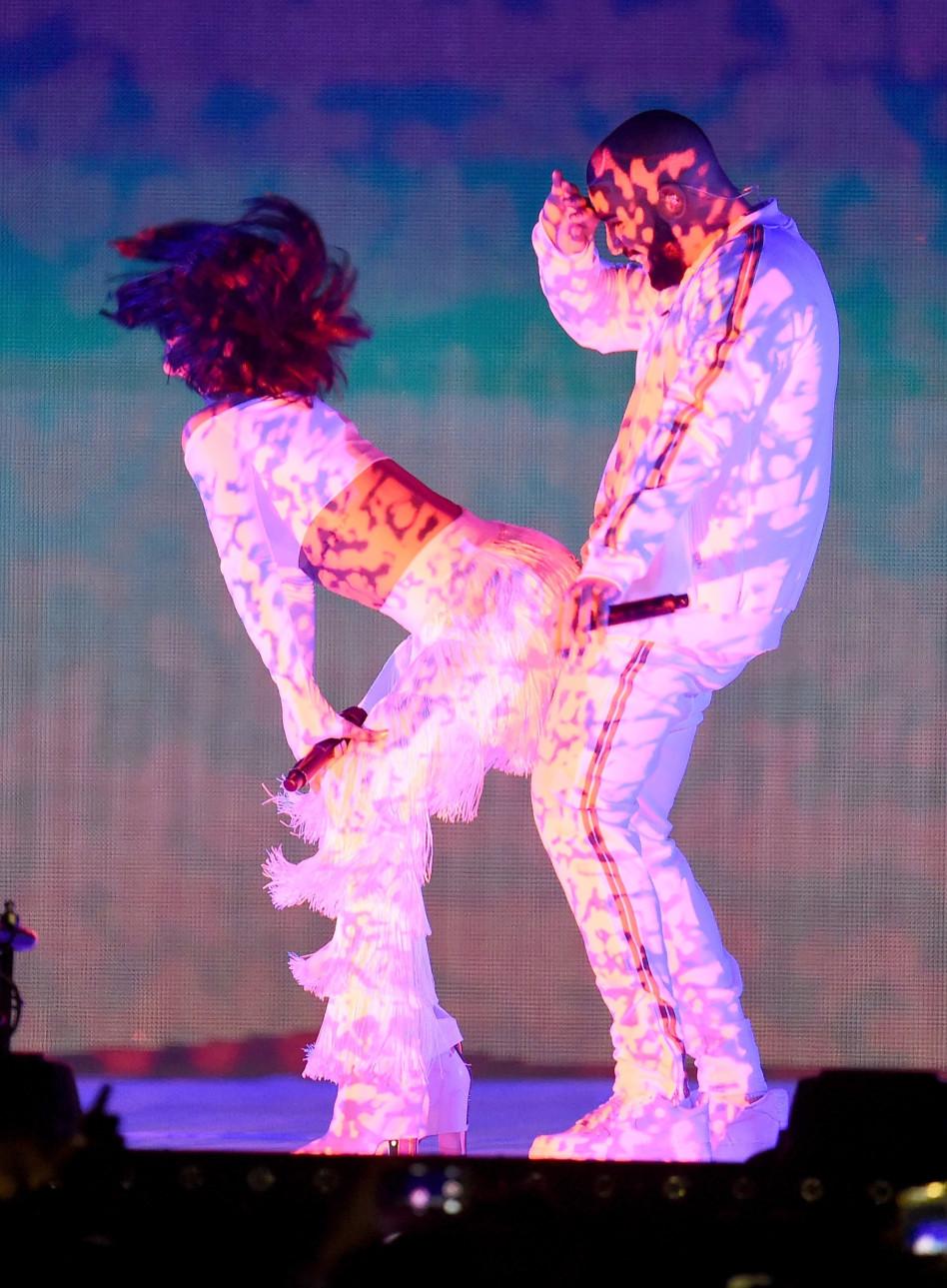 זה ג'וב, כן? ריהאנה על הבמה (צילום: Getty images)