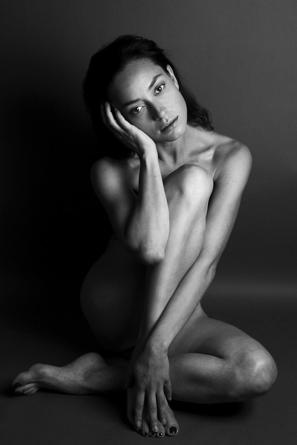 ובתמונה המדוברת. אנה ארונוב עירומה (צילום: סלי בן אריה)