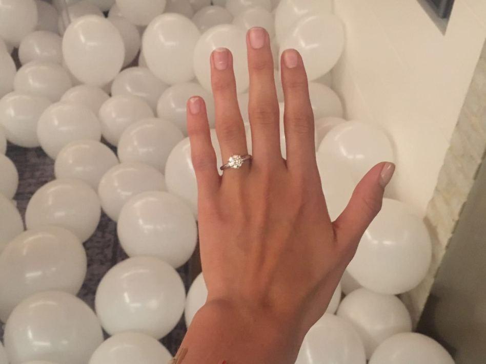 בלינג רינג. טבעת האירוסים של דנה זרמון