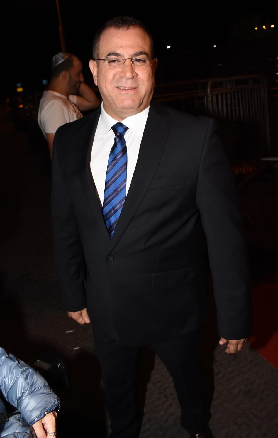 אלי יצפאן השאיל חליפה מראש הממשלה