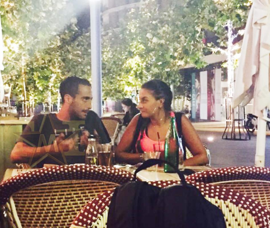 היי הנה אלכס עמר, מהצמד ג'וזי ואלכס, מבלה בתל אביב