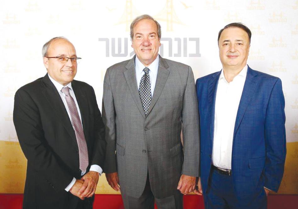 לב לבייב, הרב יחיאל אקשטיין ואברהם נובוגרוצקי (צילום: ישראל ברדוגו)
