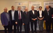 מימין לשמאל: חיים צ׳סלר, השופטת אסתר חיות, אהרון ג. פרנקל, הרב מנחם הכהן, מיכאל מלכיאור, פרופ׳ אביע